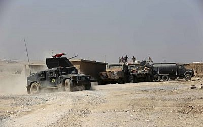 Iraqi forces are deployed during an offensive to retake Mosul from Islamic State militants outside Mosul, Iraq, Monday, Oct. 17, 2016.  (AP Photo/Khalid Mohammed)