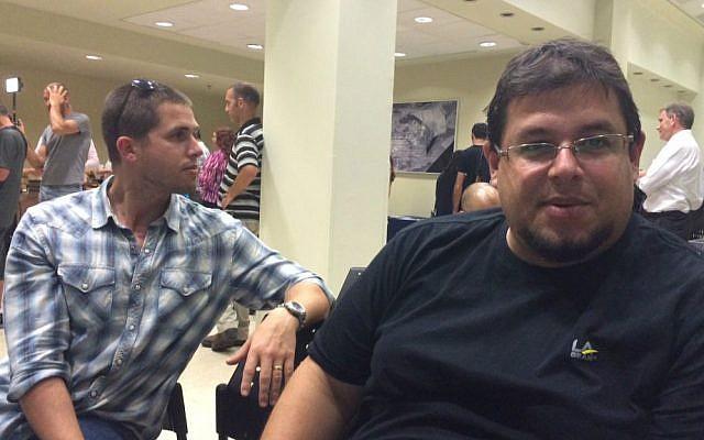 Oded Solomon (right) at the Ogen relocation meeting in Herzliya, Sept. 13 2016 (Courtesy Shoshanna Solomon)