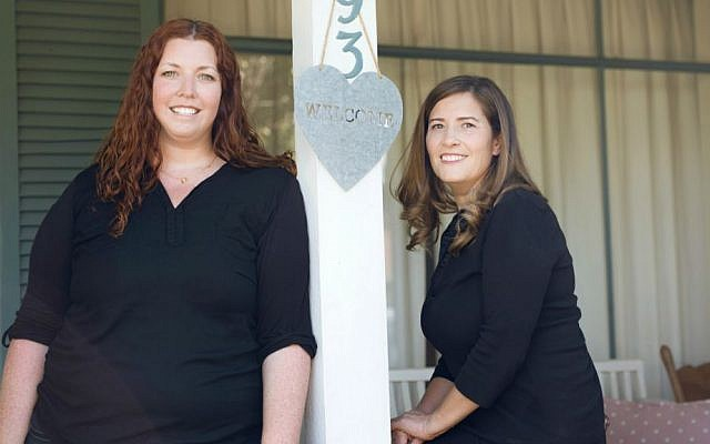Aya Levkovitz (left) and Yael Halperin, partners at Ogen, which provides relocation services to Israelis (Courtesy)