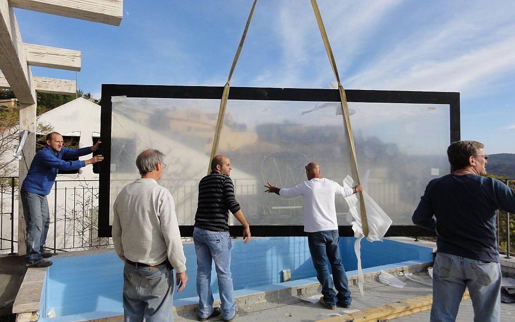 Installing the main aquarium panel. (Facebook/Eli's 10,000 Gallon Reef Aquarium)