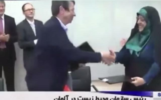 Iranian Environment Minister Massoumeh Ebtekar (right) shakes hands with her German counterpart Barbara Hendricks, October, 2016 (YouTube screenshot)