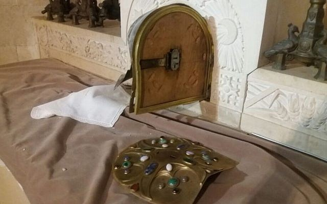 Tabernacle for the Eucharist vandalized in the Basilica of Transfiguration on Mount Tabor, October 25, 2016 (Courtesy)