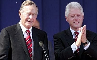 Former US presidents George H.W. Bush and Bill Clinton (screenshot)