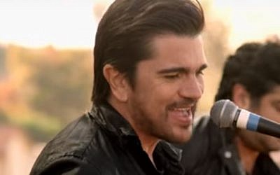 Colombian superstar Juanes is among a lineup of top Latin American musicians due to perform on the US-Mexican border on October 15. (Youtube screenshot)