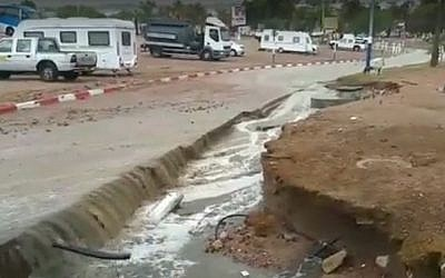 A road in Eilat that partially collapsed on October 28, 2016, following massive rainfall (screen capture: YouTube)