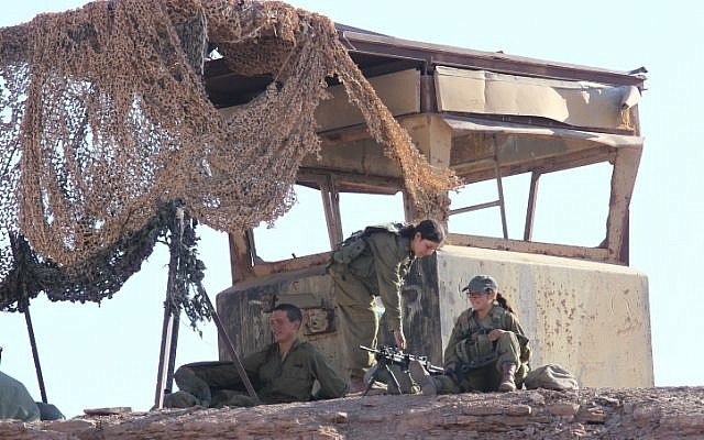 Israeli soldiers patrol near the border with Egypt on August 19, 2011, a day after a terror attack in southern Israel (Nati Shohat/Flash90)