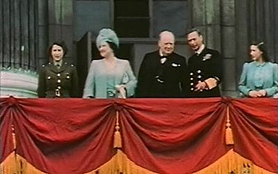 L-R: Princess Elizabeth, Queen Elizabeth, Winston Churchill, King George VI and Princess Margaret on the balcony of Buckingham Palace on May 8, 1945 (Wikimedia Commons/Public Domain)