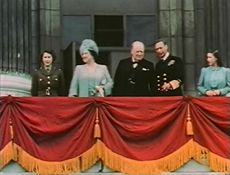 Uk devised wwii plan to save royal family from nazis the for Queen elizabeth balcony