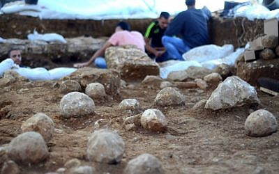 The boulders fired by Roman catapults at the Jewish defenders of the wall. (Yoli Shwartz/ Israel Antiquities Authority)