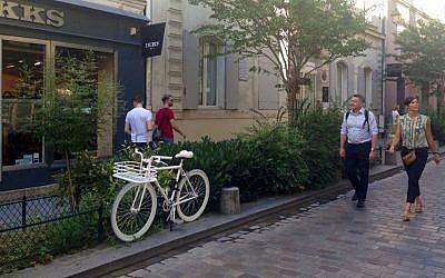 People stroll in the trendy Le Marais neighborhood. (Lisa Klug/Times of Israel)