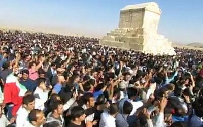 Iranians shout anti-regime slogans at the tomb of King Cyrus on October 28, 2016. (screen capture: YouTube)