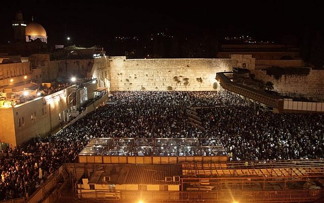 Thousands of worshipers crowd the Western Wall in Jerusalem for traditional selihot prayers the day before Yom Kippur, October 10, 2016. (Luke Tress/Times of Israel)