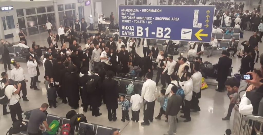c606c6f0796 Bratslav Hasidim cause havoc in Kiev airport