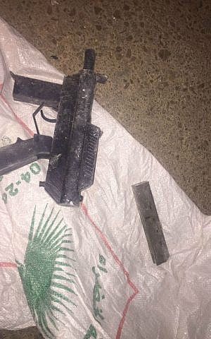 A homemade automatic firearm found by IDF forces in the northern West Bank, October 11, 2016. (IDF Spokesperson)