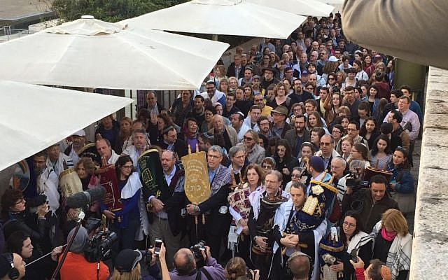 Liberal Jewish activists enter the Western Wall carrying Torah scrolls on Wednesday, November 2, 2016 (courtesy)