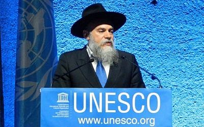 Rabbi Alexander Boroda, the president of the Federation of Jewish Communities in Russia and the museum's director general, accepts the UNESCO tolerance prize on November 16, 2016 in Paris.  (Courtesy)