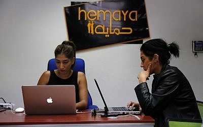 Palestinians work at the office of Red Crow, a startup that monitors security developments and sends real-time alerts and maps to clients, in Ramallah on August 17, 2016. (AFP PHOTO / ABBAS MOMANI)