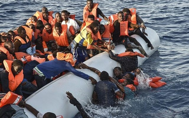 Migrants and refugees panic as they fall in the water during a rescue operation of the Topaz Responder rescue ship run by Maltese NGO Moas and Italian Red Cross, off the Libyan coast in the  Mediterranean Sea, on November 3, 2016. (AFP PHOTO/ANDREAS SOLARO)