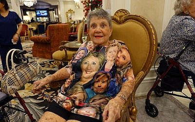 Rae Graham, 93, wears a Hillary Clinton shirt on early voting day at The Palace retirement home on November 1, 2016 in Coral Gables, Florida. (AFP/Kerry Sheridan)