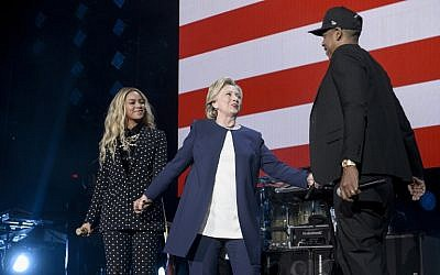 Hillary Clinton (C) stands with Beyonce (L) and Jay Z  during a Get Out the Vote (GOTV) performance in support of the Democratic presidential nominee at the Wolstein Center in Cleveland, Ohio on November 4, 2016. (AFP/Brendan Smialowski)