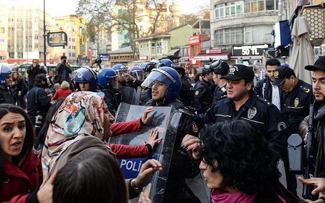 Turkish anti-riot police push away protesters  at Kadikoy district in Istanbul, on November 6, 2016, during a demonstration against the arrest of nine  MPs of the pro-Kurdish People's Democratic Party (HDP), including the two co-leaders. Turkey's main pro-Kurdish party on Sunday said it was pulling out of parliament after nine of its MPs including the two co-leaders were arrested in an unprecedented crackdown. (AFP PHOTO/YASIN AKGUL)