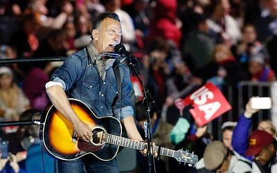 Bruce Springsteen performs during a rally in support of Democratic presidential nominee Hillary Clinton on Independence Mall in Philadelphia, Pennsylvania, November 07, 2016 (KENA BETANCUR / AFP)