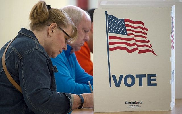 People cast their votes for US president, November 8, 2016, at Centreville High School, in Centreville, Virginia. (AFP Photo/Paul J. Richards)