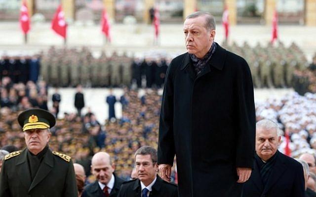 Turkish President Recep Tayyip Erdogan, center, visits Anitkabir, the mausoleum of founder of the Republic of Turkey Mustafa Kemal Ataturk, , during a ceremony marking the 78th anniversary of his death in Ankara, on November 10, 2016. (AFP / ADEM ALTAN)