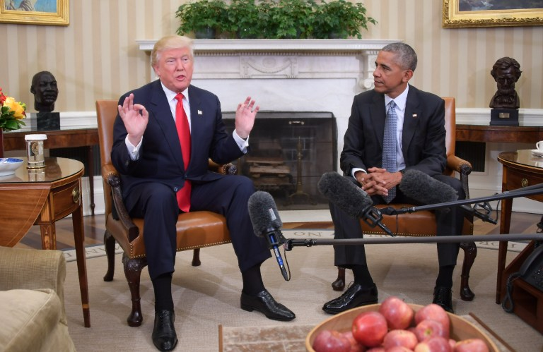 President Barack Obama meets with President-elect Donald Trump to update him on transition planning in the Oval Office at the White House on November 10, 2016 in Washington,DC. (AFP PHOTO / JIM WATSON)