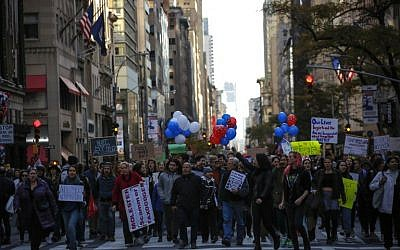 Demonstrators protest against US President-elect Donald Trump in front of Trump Tower on November 12, 2016 in New York. (AFP PHOTO / KENA BETANCUR)
