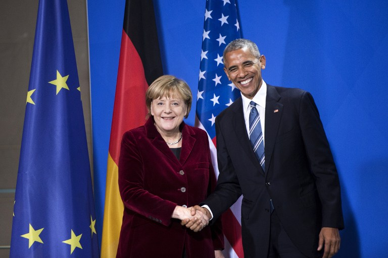 German Chancellor Angela Merkel and US President Barack Obama shake hands following a press conference after their meeting at the chancellery in Berlin on November 17, 2016. (AFP PHOTO/Brendan Smialowski)
