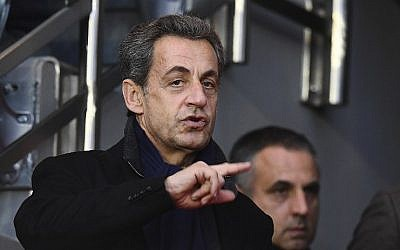 Former French president and current candidate for the right-wing Les Republicains (LR) party in primaries Nicolas Sarkozy attends a soccer match at the Parc des Princes stadium, Paris November 19, 2016. (AFP/ FRANCK FIFE)
