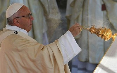 Pope Francis leads a mass for the closing of the Jubilee of Mercy, on November 20, 2016 at St Peter's square in Vatican. (AFP PHOTO/VINCENZO PINTO)