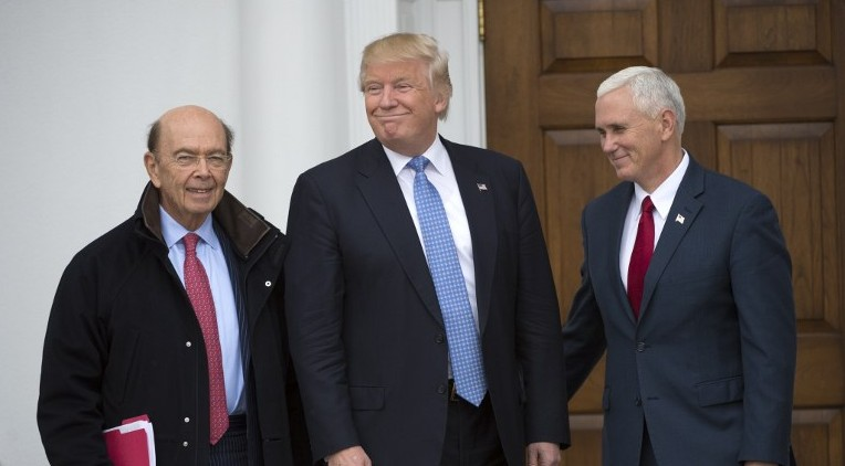 President-elect Donald Trump(C) and Vice President-elect Mike Pence pose for a photo with Wilbur Ross(L), who is under consideration for commerce secretary at the clubhouse of Trump National Golf Club November 20, 2016 in Bedminster, New Jersey. (AFP PHOTO / Don EMMERT)