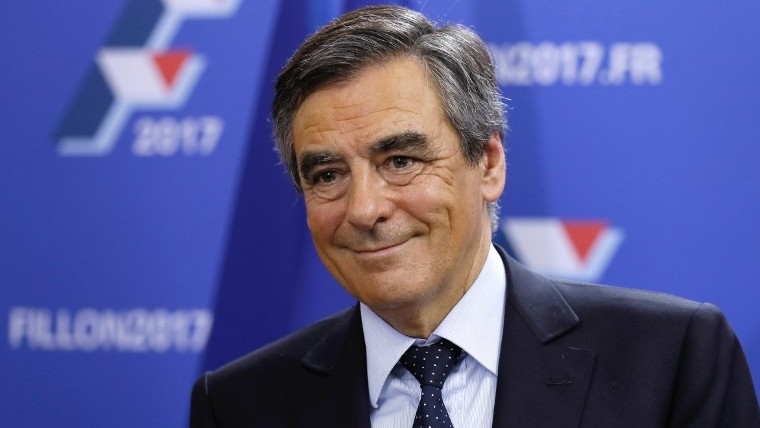 Les Republicains party presidential primary contender and former French prime minister Francois Fillon on November 20, 2016 in Paris. (AFP Photo/Pool/Thomas Samson)