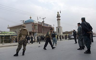 Afghan security personnel gather after a massive suicide blast at a Shiite mosque in Kabul, November 21, 2016. (AFP/SHAH MARAI)