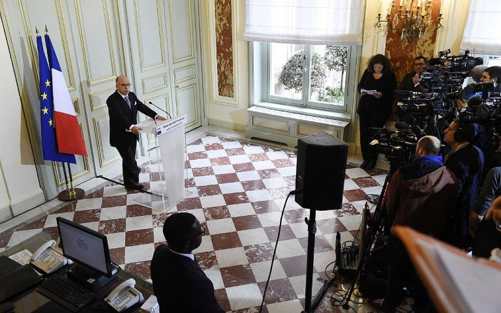 French Interior minister Bernard Cazeneuve gives a press conference on November 21, 2016 in Paris. (AFP  / BERTRAND GUAY)