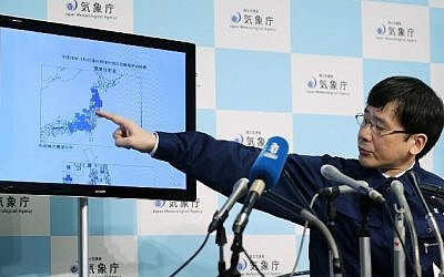 Japan's Meteorological Agency official Koji Nakamura gives a briefing following a 6.9-magnitude earthquake that hit the country's northeast, in Tokyo on November 22, 2016.  (AFP PHOTO / JIJI PRESS)