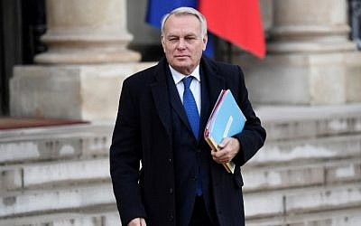 French Foreign minister Jean-Marc Ayrault leaves after the weekly cabinet meeting at the Elysee presidential Palace in Paris, November 23, 2016. (AFP/STEPHANE DE SAKUTIN)