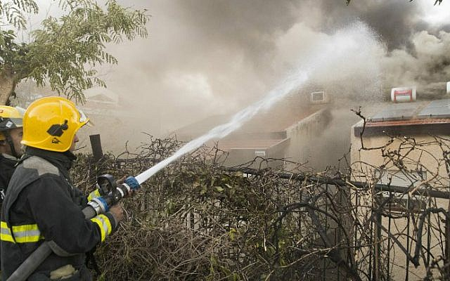 An Israeli firefighter helps extinguish a fire in the northern city of Haifa on November 24, 2016. (Jack Guez/AFP)