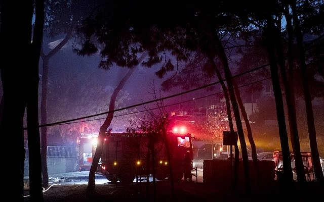 Israeli firefighters help extinguish a fire in the northern port city of Haifa on November 24, 2016. (AFP PHOTO / JACK GUEZ)