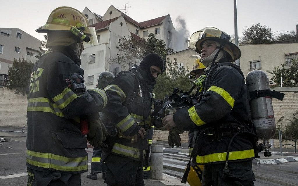 Palestinian firefighters from the West Bank city of Jenin arrive to help extinguish a fire in the northern Israeli city of Haifa following a wildfire, on November 25, 2016. (AFP/JACK GUEZ)