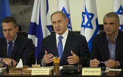 Prime Minister Benjamin Netanyahu gestures as he chairs the weekly cabinet meeting in Haifa on November 27, 2016 (AFP PHOTO / POOL / Dan Balilty)