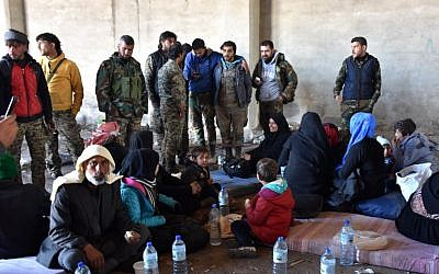 Displaced Syrian families gather at a makeshit camp in the government-held district of Jibreen in Aleppo, November 27, 2016. (AFP/GEORGE OURFALIAN)
