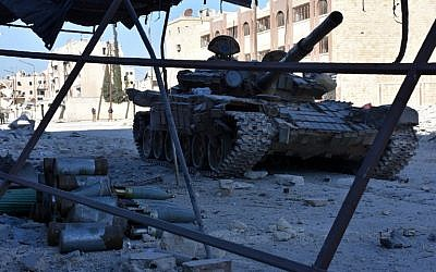 A tank is seen on a street on November 27, 2016 in the Masaken Hanano district in eastern Aleppo, a day after Syrian pro-government forces resized it from rebel fighters. (AFP PHOTO / GEORGE OURFALIAN)