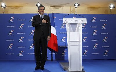 French member of Parliament and candidate for the right-wing primaries ahead of France's 2017 presidential elections, Francois Fillon gestures before delivering a speech following the first results of the primary's second round at his campaign headquarters in Paris, November 27, 2016. (AFP/Thomas SAMSON)