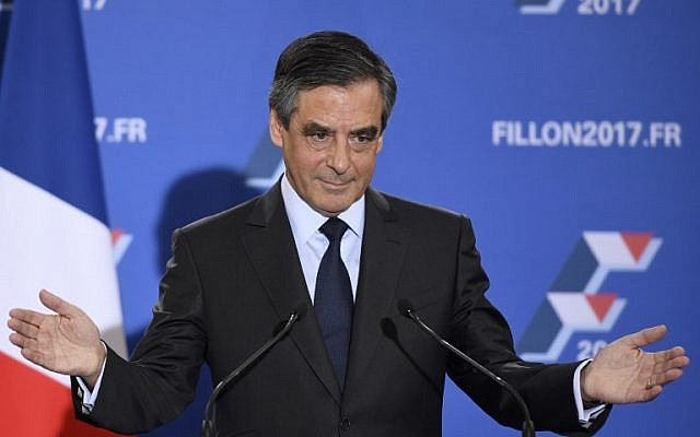 French candidate for the right-wing primaries ahead of France's 2017 presidential elections, Francois Fillon gestures as he delivers a speech following the first results of the primary's second round on November 27, 2016, at his campaign headquarters in Paris. (AFP PHOTO / Eric FEFERBERG_