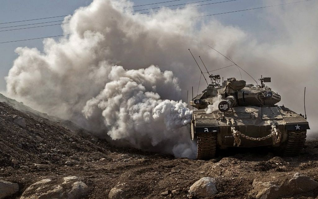 An IDF Merkava tank drives near the border with Syria on the Golan Heights, on November 28, 2016. (AFP PHOTO/JACK GUEZ)