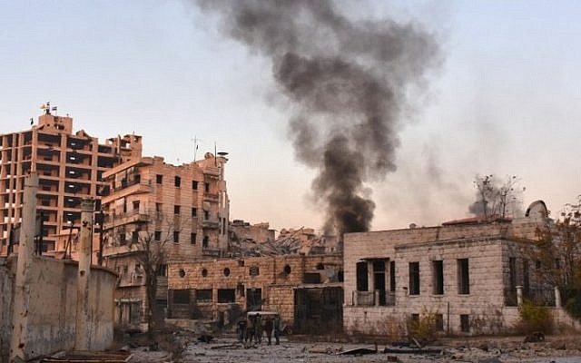 Smoke billows in Aleppo's Bustan al-Basha neighborhood on November 28, 2016, during Syrian pro-government forces assault to retake the entire northern city from rebel fighters. (AFP PHOTO/GEORGE OURFALIAN)
