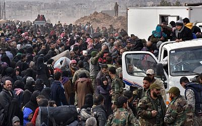 Syrian families, fleeing from various eastern districts of Aleppo, queue to get onto government buses in the government-held eastern neighbourhood of Jabal Badro, November 29, 2016, (AFP/George OURFALIAN)